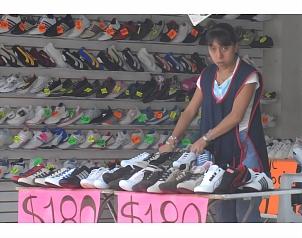 NORMAS. Los fabricantes de calzado de Guanajuato intentarán que se establezcan nromas para impedir la entrada de calzado potencialmente dañino para la salud (Foto: Jorge Alvarado )