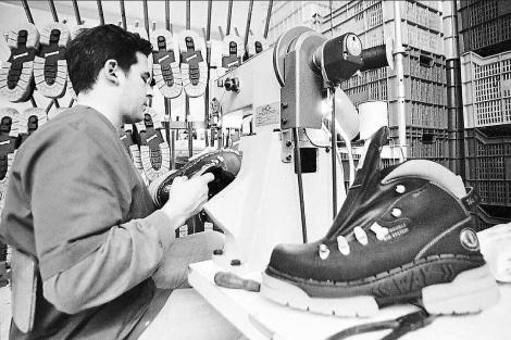c1bdf862 Historia de la fabrica Segarra, primera factoria de calzado militar de  España del siglo XX – La guía del calzado en México