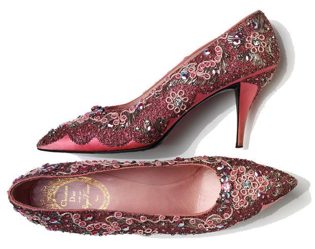 Roger Vivier para Christian Dior. Zapatos de noche en seda bordada, Francia, 1958-60.