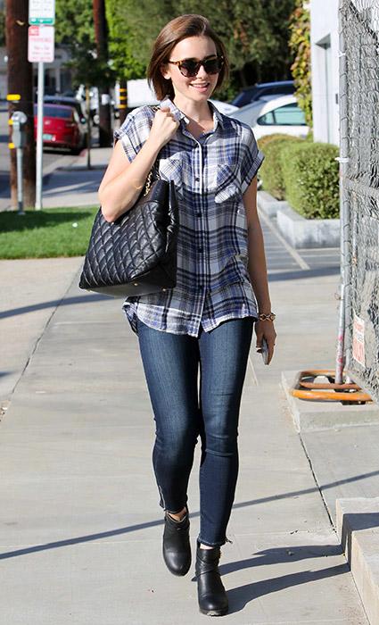 Camisa de cuadros + jeans capri