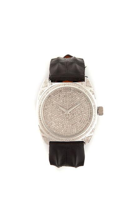 Decora tu muñeca con una joya gracias a este reloj con diamantes y correa de piel de Christian Dior.