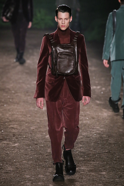 Ermenegildo Zegna: Para esta edición del MFW, Stefano Pilati, director creativo de la marca, se inspiró en un hombre que le gusta estar en el bosque rodeado de vegetación.