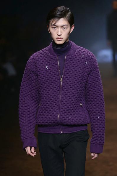 Corneliani: Para esta colección, Sergio Corneliani se inspiró en un príncipe joven y sofisticado, en dónde mezcla prendas formales con casuales pero de lujo.