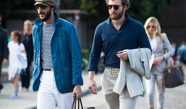 El clásico look francés y sin duda una de los más cool de todos. A pesar que sigue siendo la idea de jeans y blazer, el color de los jeans y el tipo de blazer lo va a cambiar todo. Cuando usas jeans blancos, debes tomar en cuenta el tipo de corte y llevarlos siempre ligeramente más flojos. El blazer de denim, responde a la tendencia del workwear y marcas japonesas que hoy crean todo de este material. Este look es perfecto para el verano.