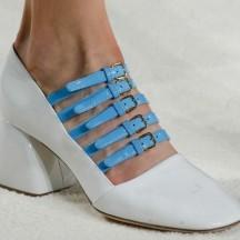 miu-miu-zapatos-blancos-multi-hebillas