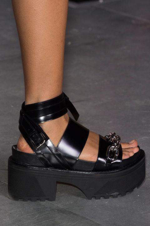 hbz-ss2016-trends-shoes-flatform-tough-girl-vuitton-clp-rs16-3621