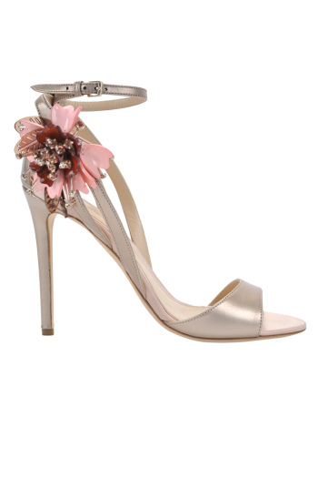 monique-lhuillier-pre-fall-2016-shoes-avril-rose-gold-with-flower