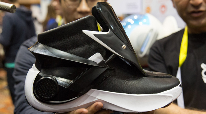 self-heating-smart-sneaker
