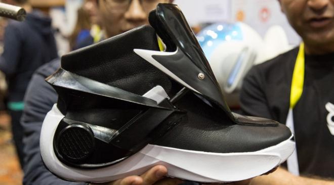 self-heating-smart-sneaker